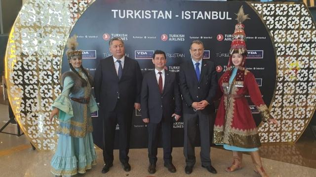 THY'nin Türkistan'a ilk uçuşu törenle karşılandı